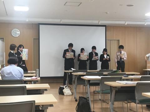 新入社員研修最終日の発表会